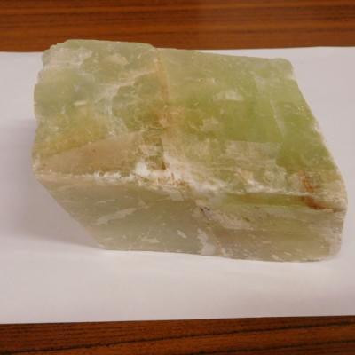 Groene calciet kristal ruw