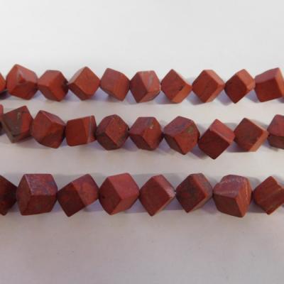 Rode jaspis kubus mat 8 10 mm