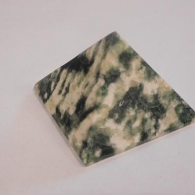 Smaragd in kwarts 5 cm