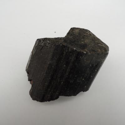 Zwarte toermalijn gekristalliseerd