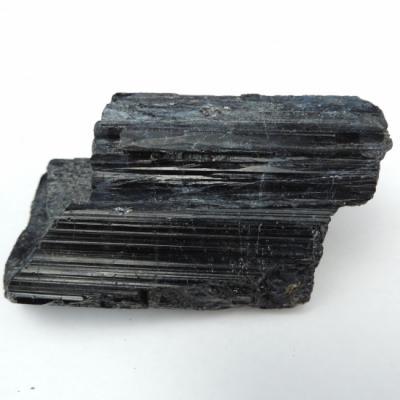 Zwarte toermalijn ruw aa kwaliteit